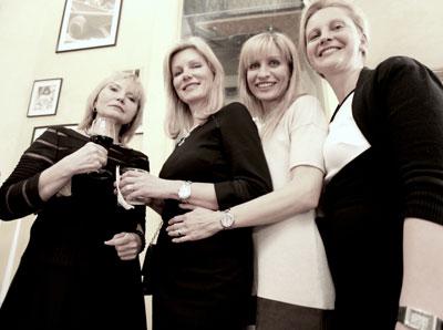 На фото (слева направо): Елена Вандерлик и Татьяна Соркина с гостьями вечера. Фото Ольги Вайнер