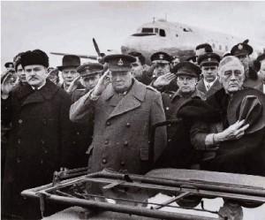 Советский мионистр иностранных дел  В.М.Молотов встречает в крымском аэропорту в Саки президента Рузвельта и премьер-министра Черчилля, прибывших на ялтинскую конференцию. 3 февраля 1945 г.