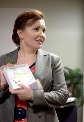 Альбина Шагимуратова получает награду. 2013 г.  Фото Ольги Вайнер