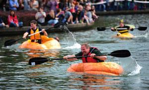 weird_us_giant-pumpkin-regatta1